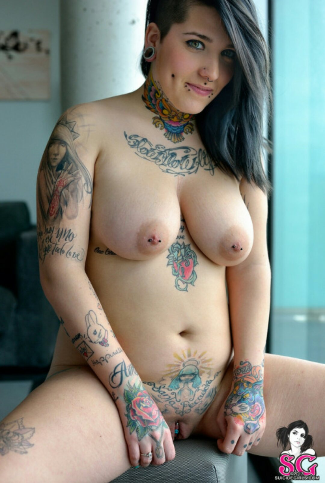 Nude Army Girls With Tattoo-2230